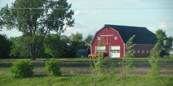 country-buildings-manitoba-red-560